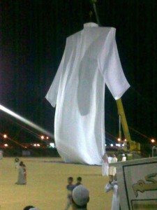 Hamdan, a Saudi with the help of 4 taylors created a dress for Adam based on the 90 feet calculation.